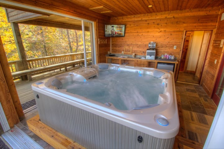 Unique Lodge In Banner Elk With Big Views Hot Tub Sauna Theater Game Room Houses For Rent In Banner Elk North Carolina United States