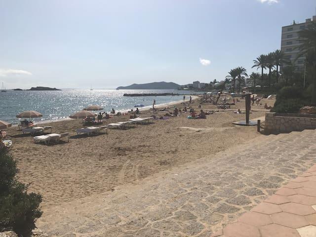 P4-4 Ibiza Beach