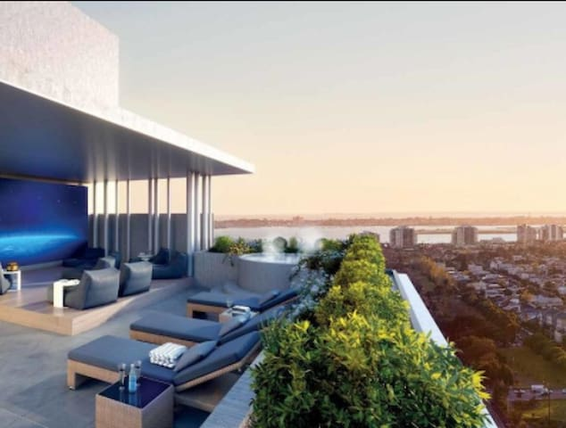"""""""LIVING BY THE BAY"""", unique view & luxurious spa"""