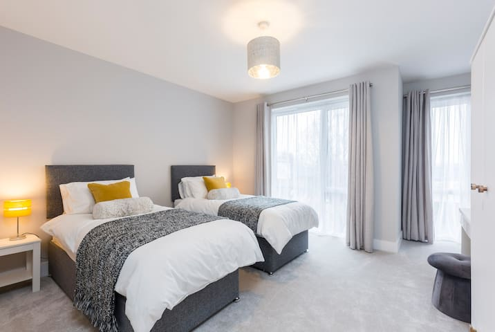 The twin bedroom is as bright and welcoming as the other 3 bedrooms.