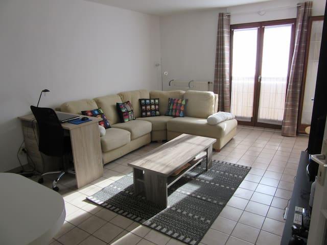 Appartement 1 chambre séparée avec balcon - Chambéry - Apartamento