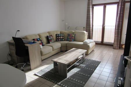 Appartement 1 chambre séparée avec balcon - Chambéry - Lägenhet