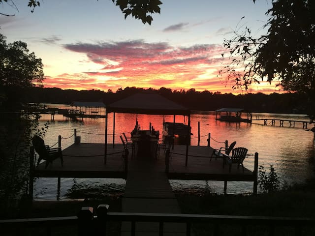 Romantic Lakeside Resort Setting - Mooresville - Huis
