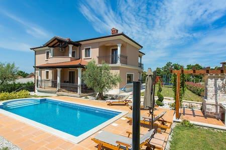 Casa Deklic - Ferienhaus mit Pool für 10 Personen - Ferenci