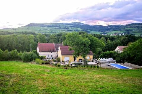 Maison 🏡 à proximité d'une colline les 3 croix