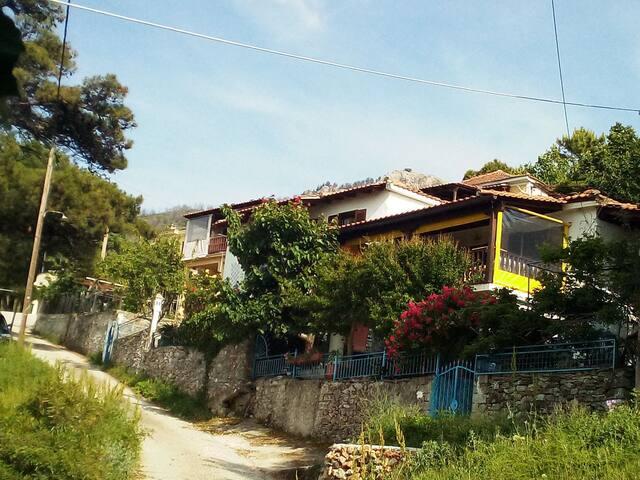 Natursteinhaus im Bergdorf Sotiros,  Insel Thassos