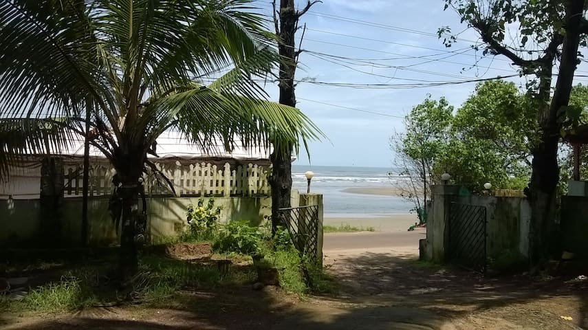 Luxury 3 bedroom beach apartment @ Ashvem beach - Morjim