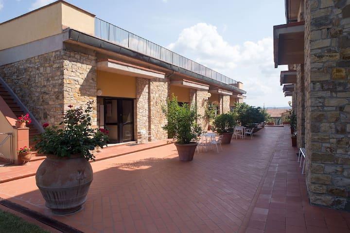 Splendida casa vacanze a San Donato in Poggio con piscina