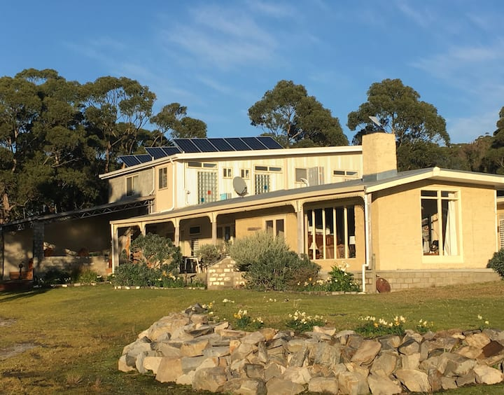 Flinders Island Gourmet Retreat at Cooma House