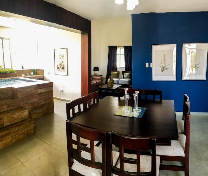 Newly Renovated 3Br Apartment /WiFi - Jacuzzi - AC