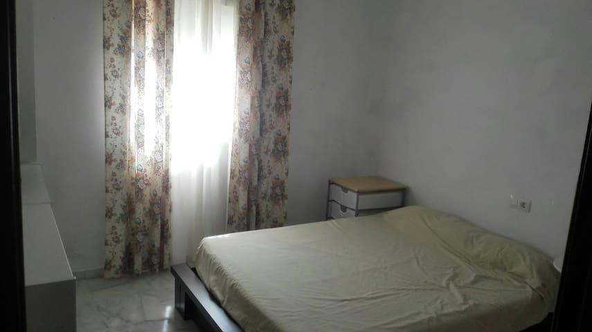 Habitación  con baño independiente - Espartinas - Bungalo