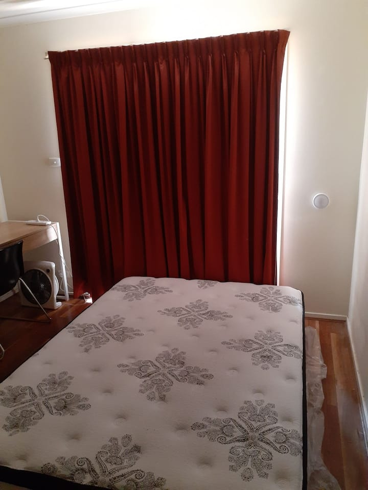double Room next to Braddon city ANU visitor car