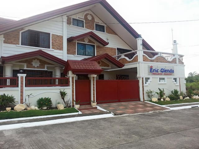 EricGlenda Private Resorts VIP Rooms (4Available) - Los Baños - Casa