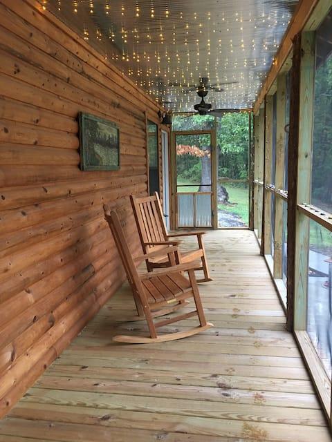 The Cozy Buffalo River Cabin