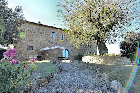 Iso Toscanan kartano uima-altaalla ja WIFI: llä