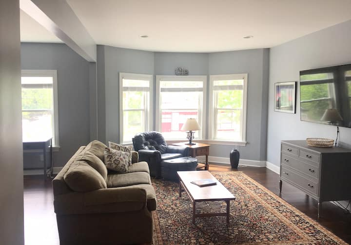 Spacious Ohio City Apt, Cleveland