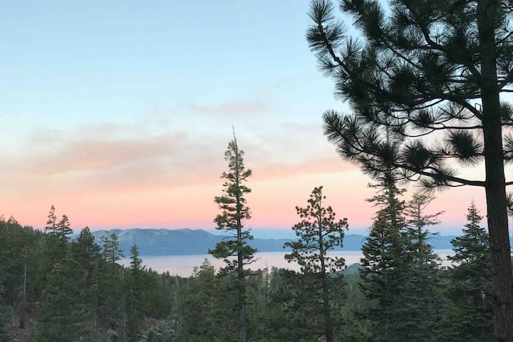 Heavenly Lake Views! Private Balconies! Hike Out!