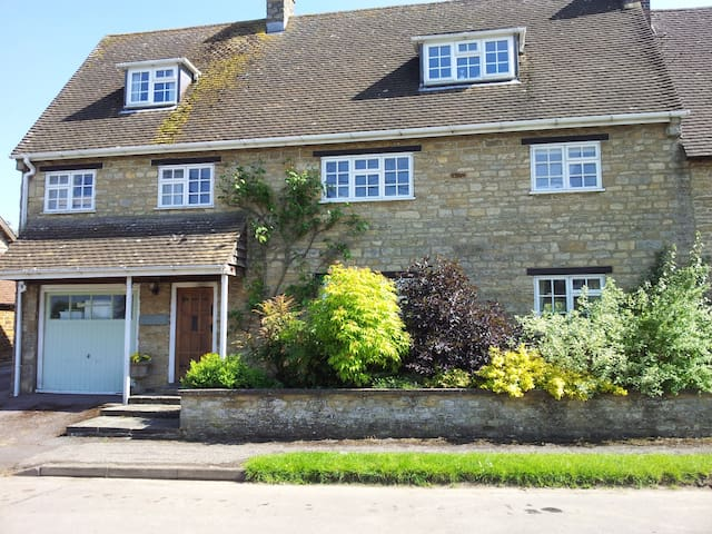 Stone House Bed & Breakfast.  Twin / double room - Sulgrave - Penzion (B&B)