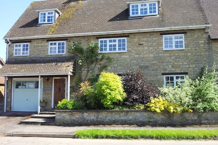 Stone House Bed & Breakfast.  Twin / double room - Sulgrave - Bed & Breakfast