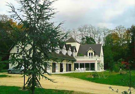 La Grande Vallée - Maison de charme - Fontaineblau - Guesthouse