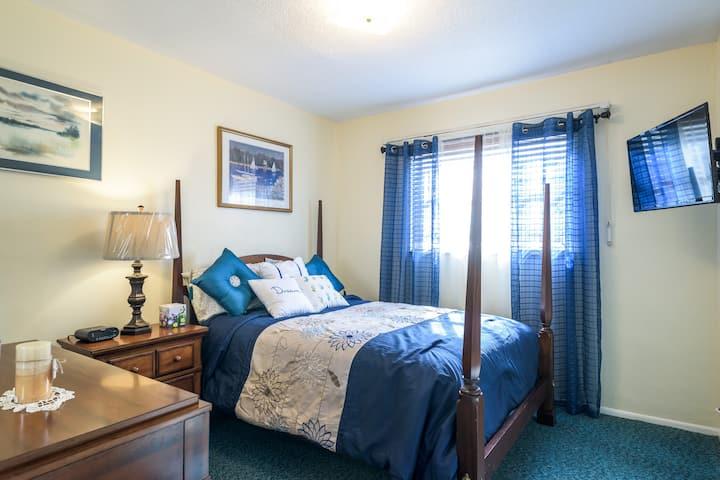 Holiday Oasis Resort-Blue