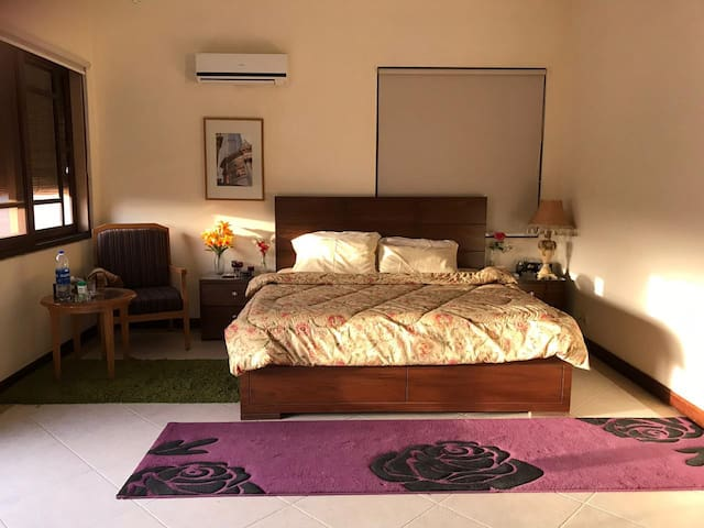 Rooms In a Bungalow, Defence-5 / Clifton