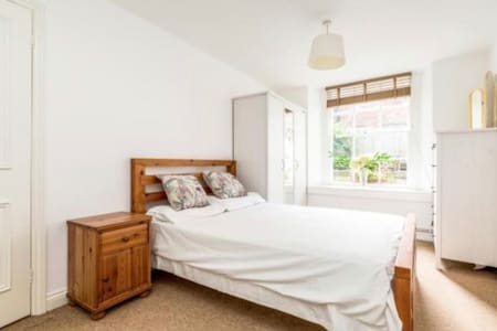 Superb Garden Flat in Amazing Clifton Location!