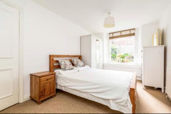 Perfect Garden Flat for Lockdown in Clifton!
