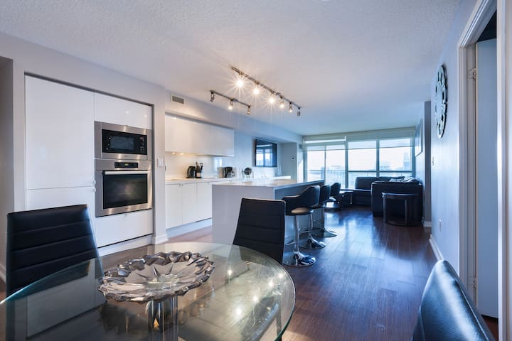 SPACIOUS 3 bedroom unit in heart of Downtown.