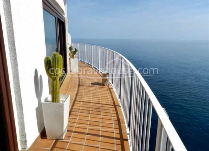 Espectacular vista sobre mar,de barco. Costa Brava