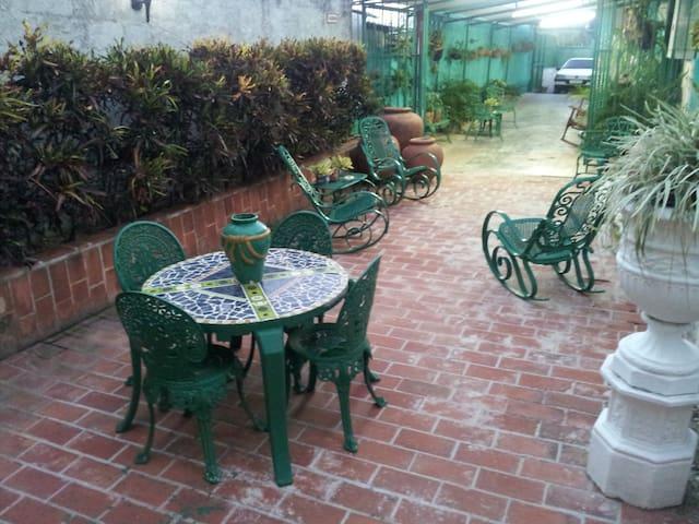 Beautiful and quite Apartment close to Havanna