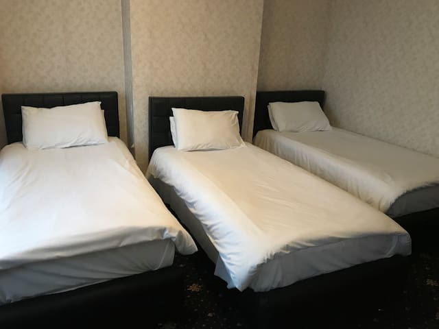 AirportGuestHouse 2 - Triple room