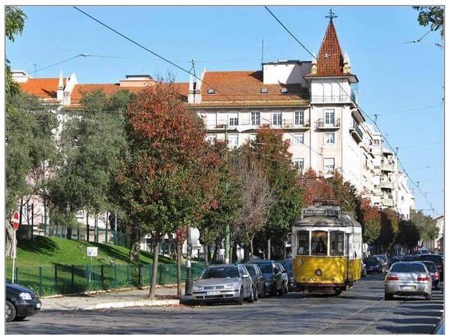 Apartamento rua da Arrábida 64- 2C Campo Ourique