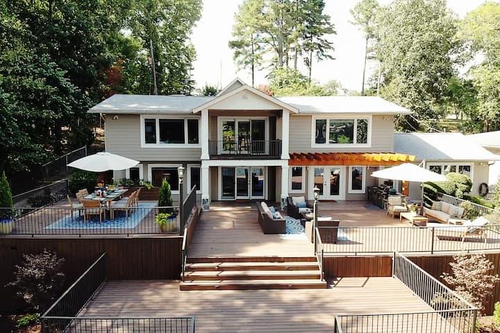 """""""Paradise Palms"""" Luxurious home on Lake Hamilton"""