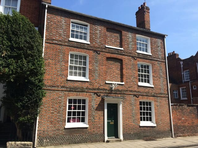 Characterful Family Georgian Townhouse - Abingdon - House