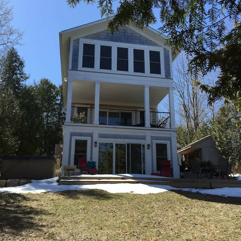 Exclusive Waterfront Home on Georgian Bay