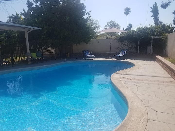 Newly remodeled 6 bedrooms/3b,pool,no stairs, LA