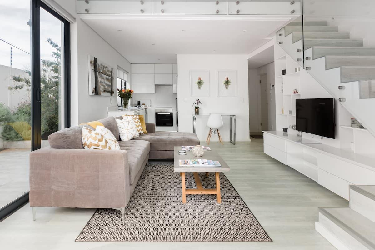 Boutique Loft Apartment in Quiet Walmer Suburb