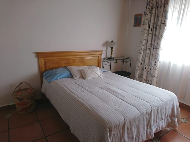 Amplia habitación c/cama matrimonial, sur CDMX