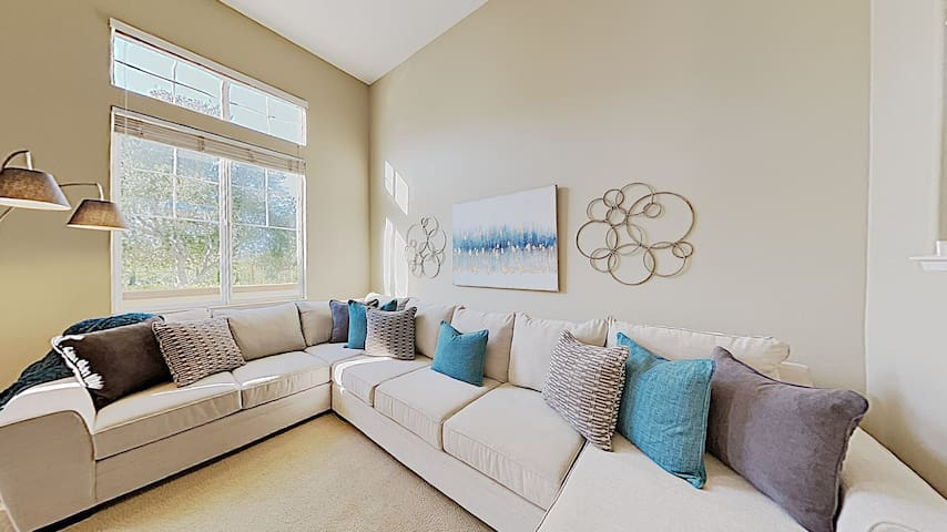 3 Bed 2.5 Bath Furnished Townhome in Peaceful community Near Rancho Santa Fe
