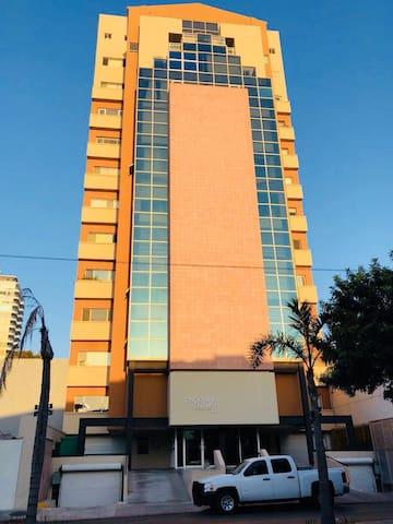 Condominio frente a Plaza Paseo Chapultepec