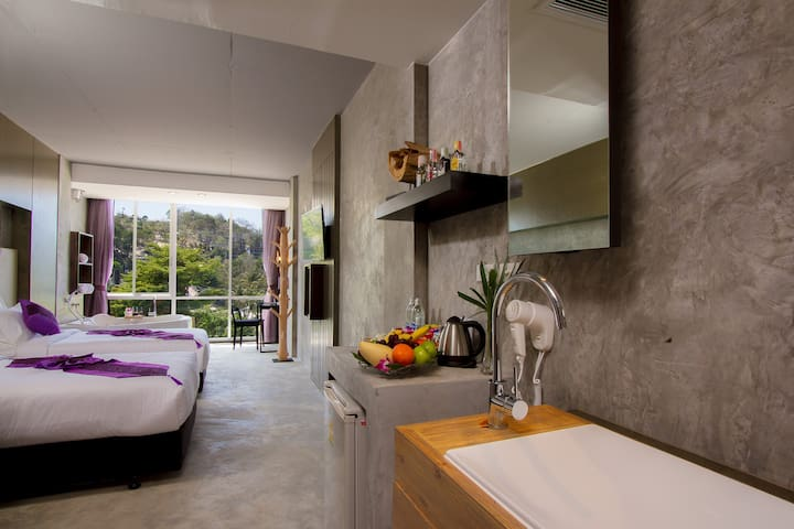C Designer Twin Beds with Partial SEA VIEW BATH :)