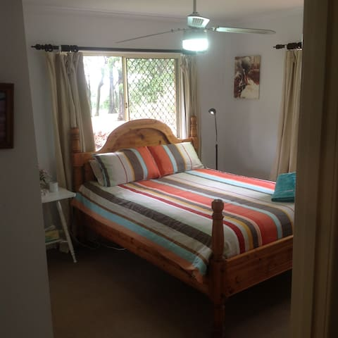 Gardeners Delight - Spacious private Queen room + - Harlaxton - Haus