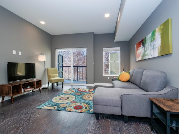 2 Bed/2.5 Bath Luxury Condo in the Heart of Ohio City- F6