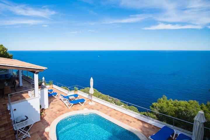 Bonita y tranquila Villa en primera linea del mar