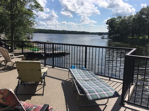 Lakefront Cottage on Pigeon Lake with Sandy Beach