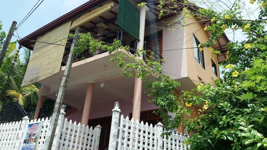 Villa Surangi - Hikkaduwa
