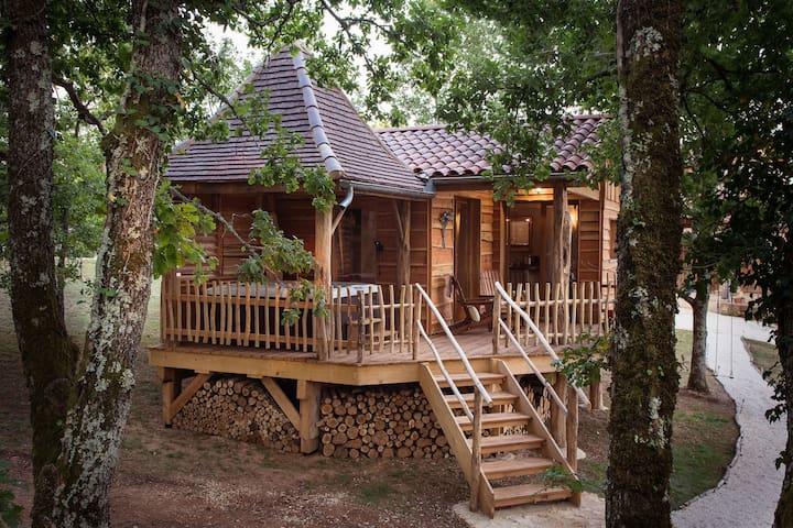 Cabane prés des arbres avec Spa privatif