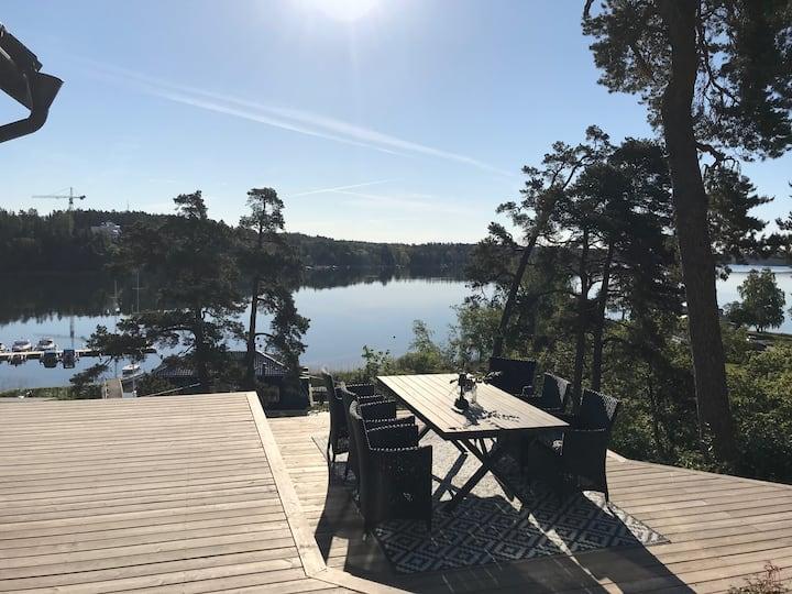 Privat läge med panoramautsikt över Baggensfjärden