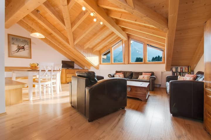The Meadow House- Appartement Loft 4-9 Guests
